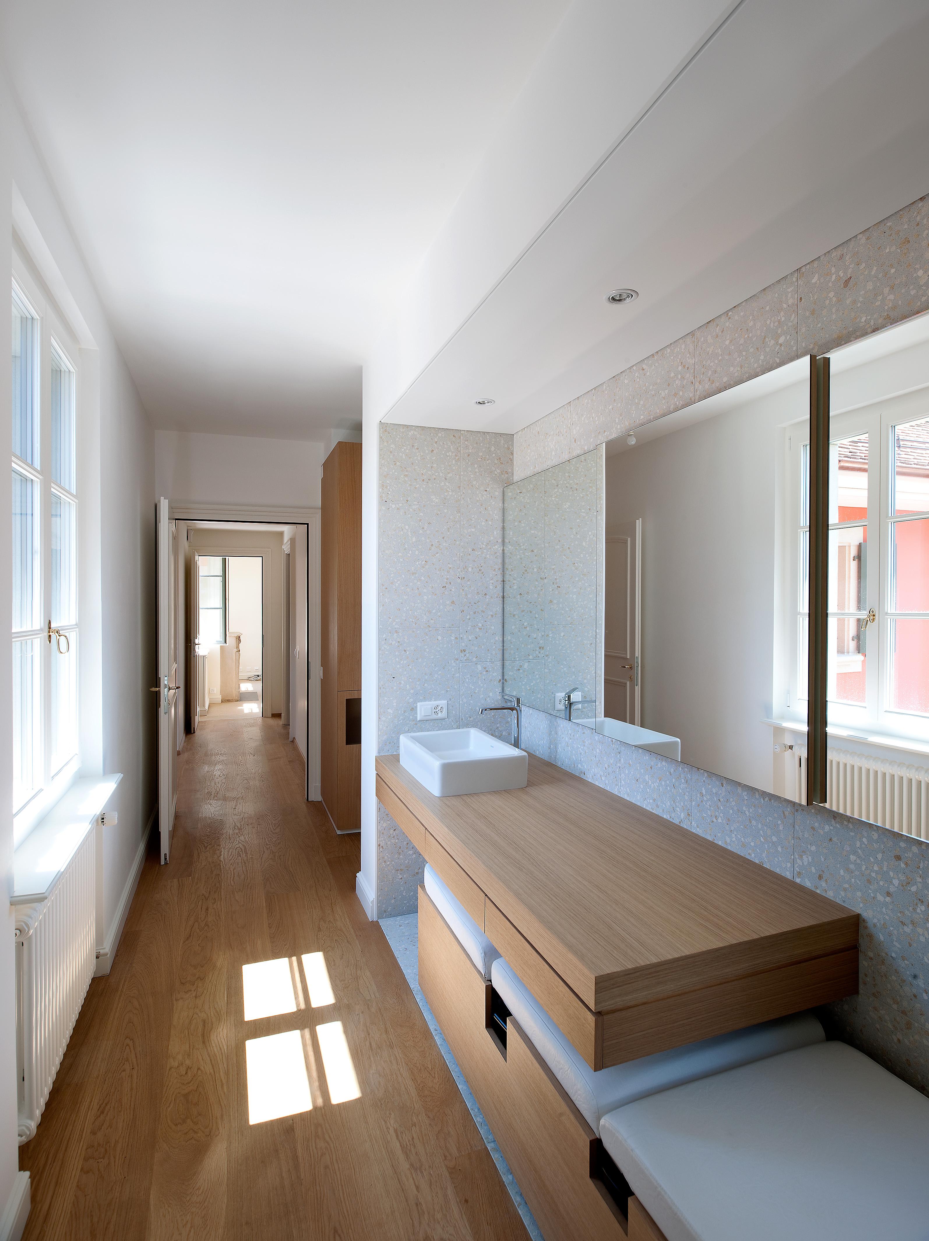 Mûrir dans les galeries de bain